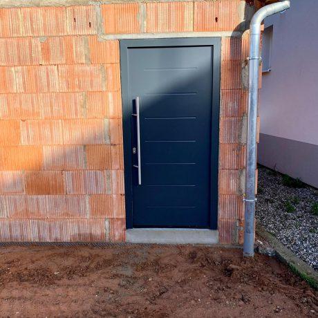 Pour bien finir l'année , chantier à HOERDT Porte de garage et porte D'entrées en ral 7016 Toute l'équipe de fermetures biechel vous souhaite un beau réveillon , nous vous retrouverons l'an prochain pour vos futurs projets.
